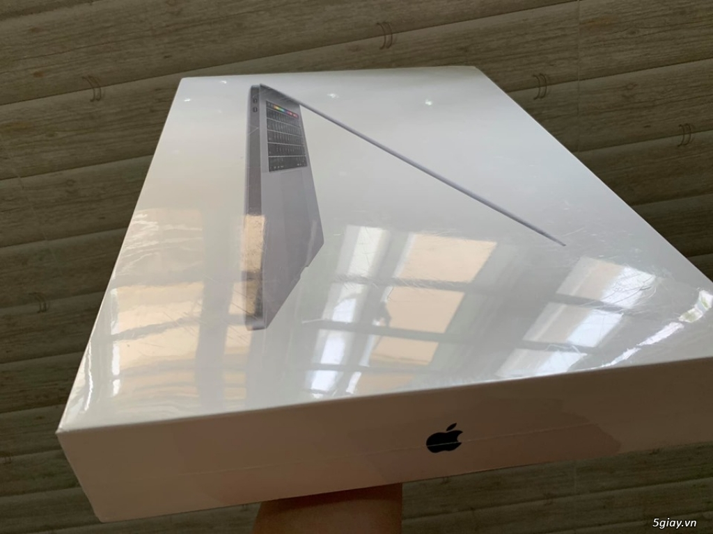 Macbook pro 15 inch tuoch bar 2018 MR932 SSD 256G new 100% chưa active - 3