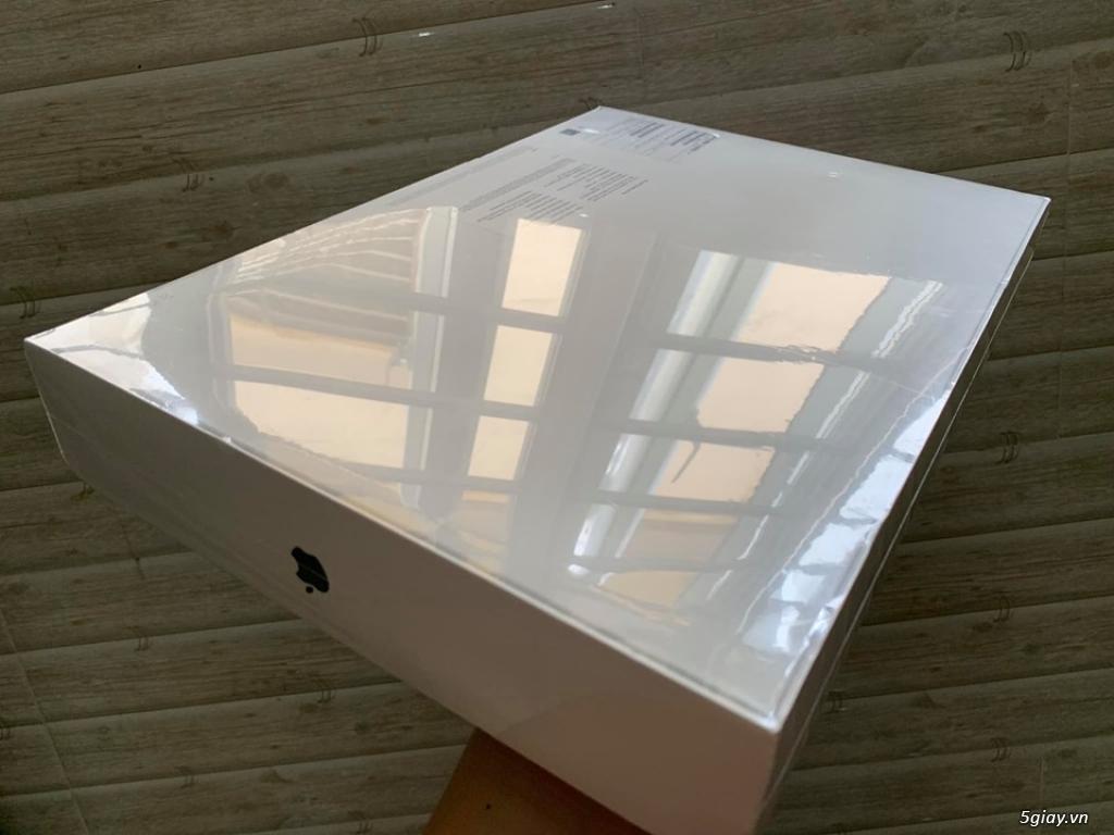 Macbook pro 15 inch tuoch bar 2018 MR932 SSD 256G new 100% chưa active - 2