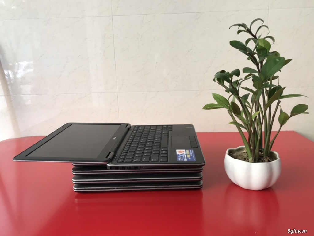 Laptop dell E7240 Intel core i5 4300U ram 4GB SSD 128GB 12.5inch