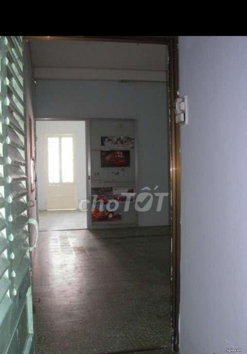Cho thuê phòng lầu 2, sân thoáng mát nhà mặt tiền 34m2 quận 1 Đakao - 2