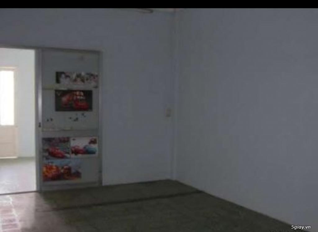 Cho thuê phòng lầu 2, sân thoáng mát nhà mặt tiền 34m2 quận 1 Đakao - 1
