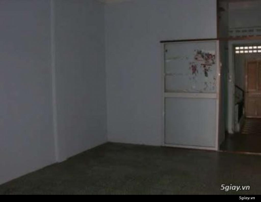 Cho thuê phòng lầu 2, sân thoáng mát nhà mặt tiền 34m2 quận 1 Đakao