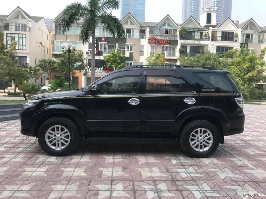 Toyota Fortuner sx 2013, số tự động 2 cầu máy xăng, màu đen - 1