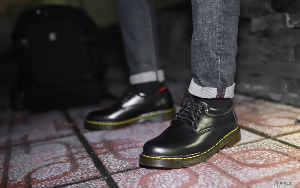 Giày dr martens Cổ thấp 8053 Black Made In Thailand - 3