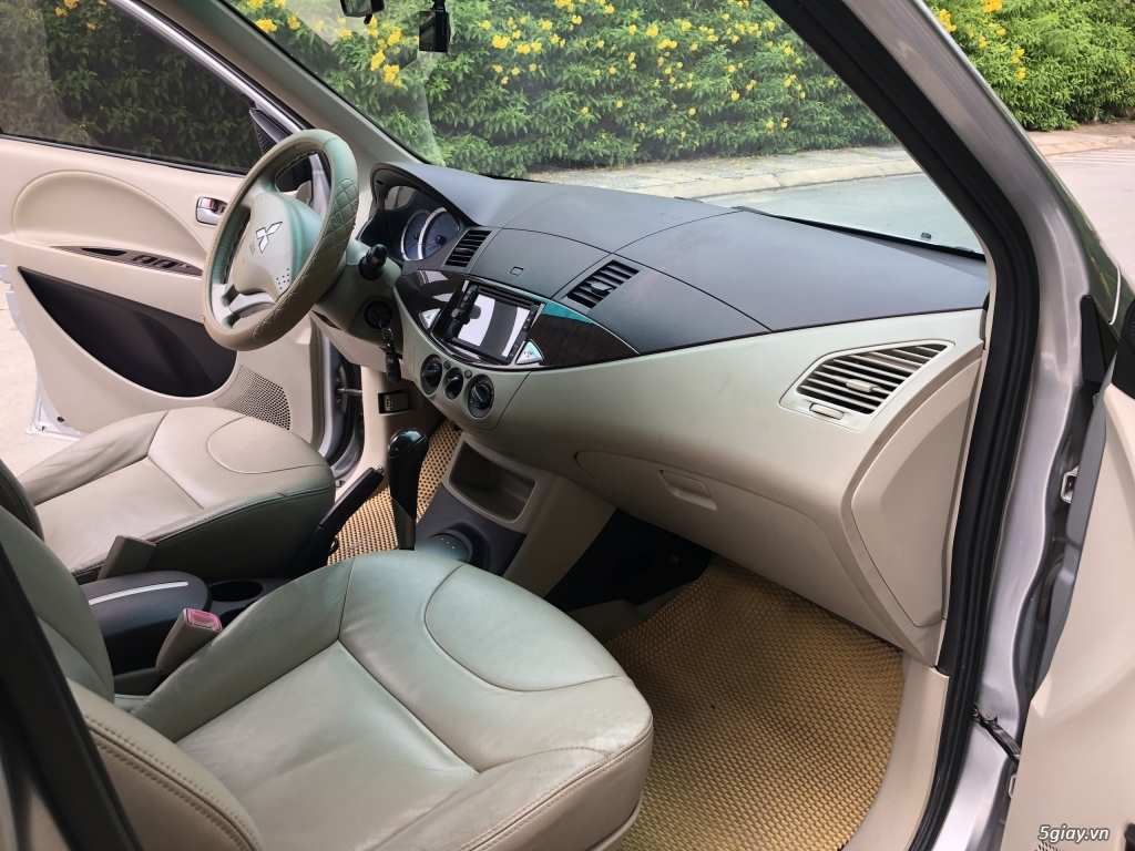 Cần bán Mitsubishi Zinger 2010 số tự động, màu Bạc - 8