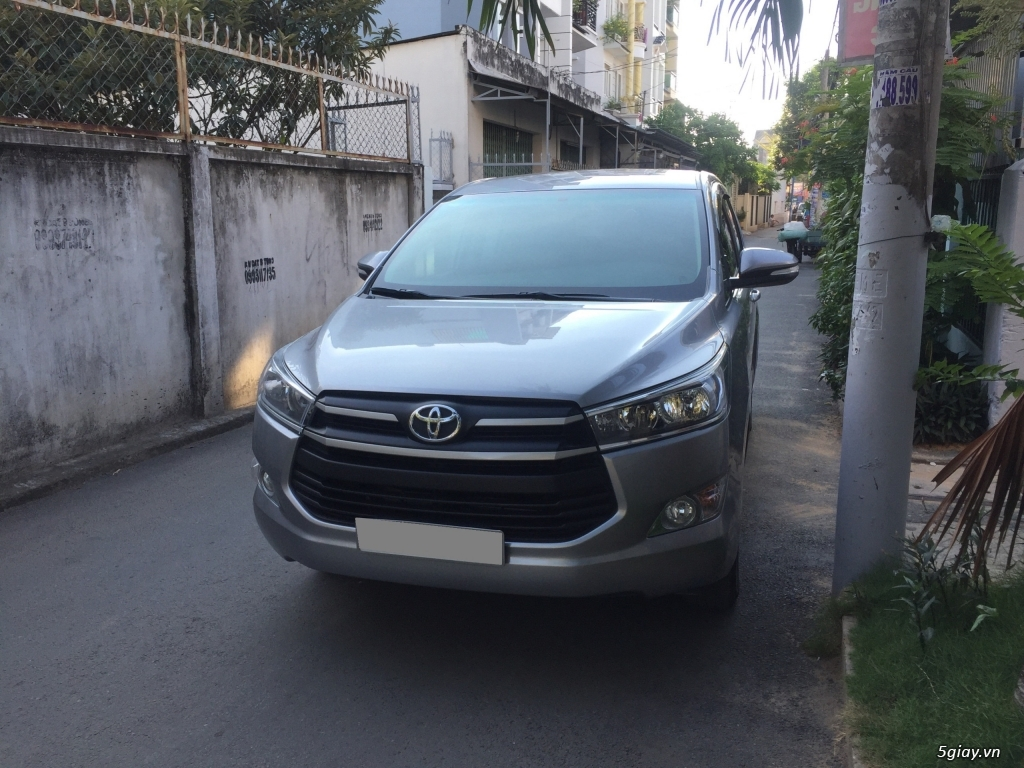 Bán Toyota Innova 2018, số sàn, màu xám, odo 33.000 km - 2