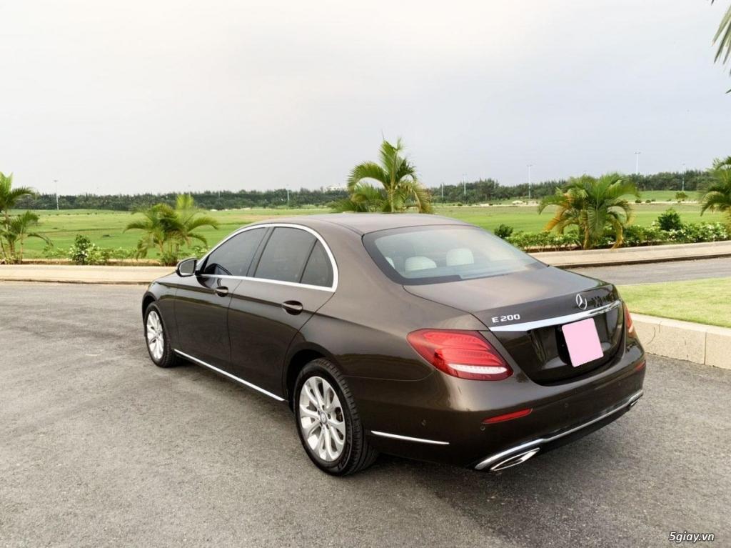 Cần bán xe E200, model 2017, số tự động, màu da lương cực đẹp - 2