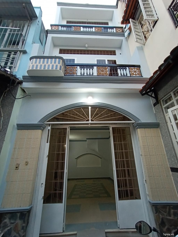 Nhà cho thuê nguyên căn, 1 trệt 2 lầu đúc, 45 mét vuông mỗi tầng.
