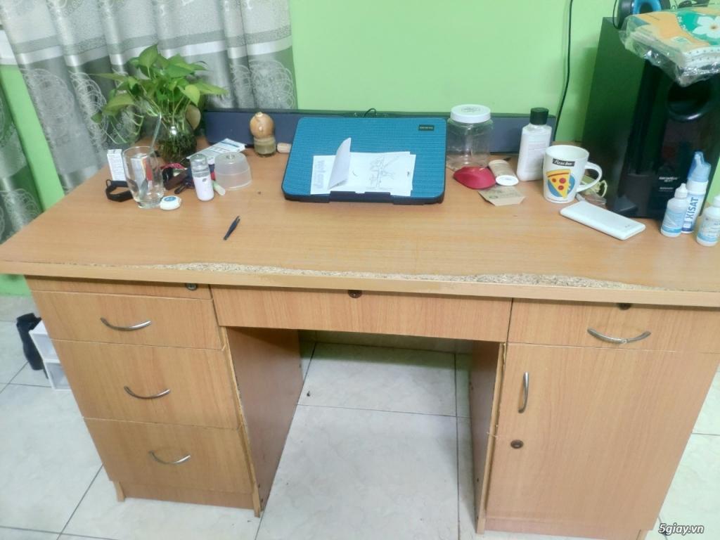 Cần cho bàn văn phòng có ngăn kéo, học tủ.