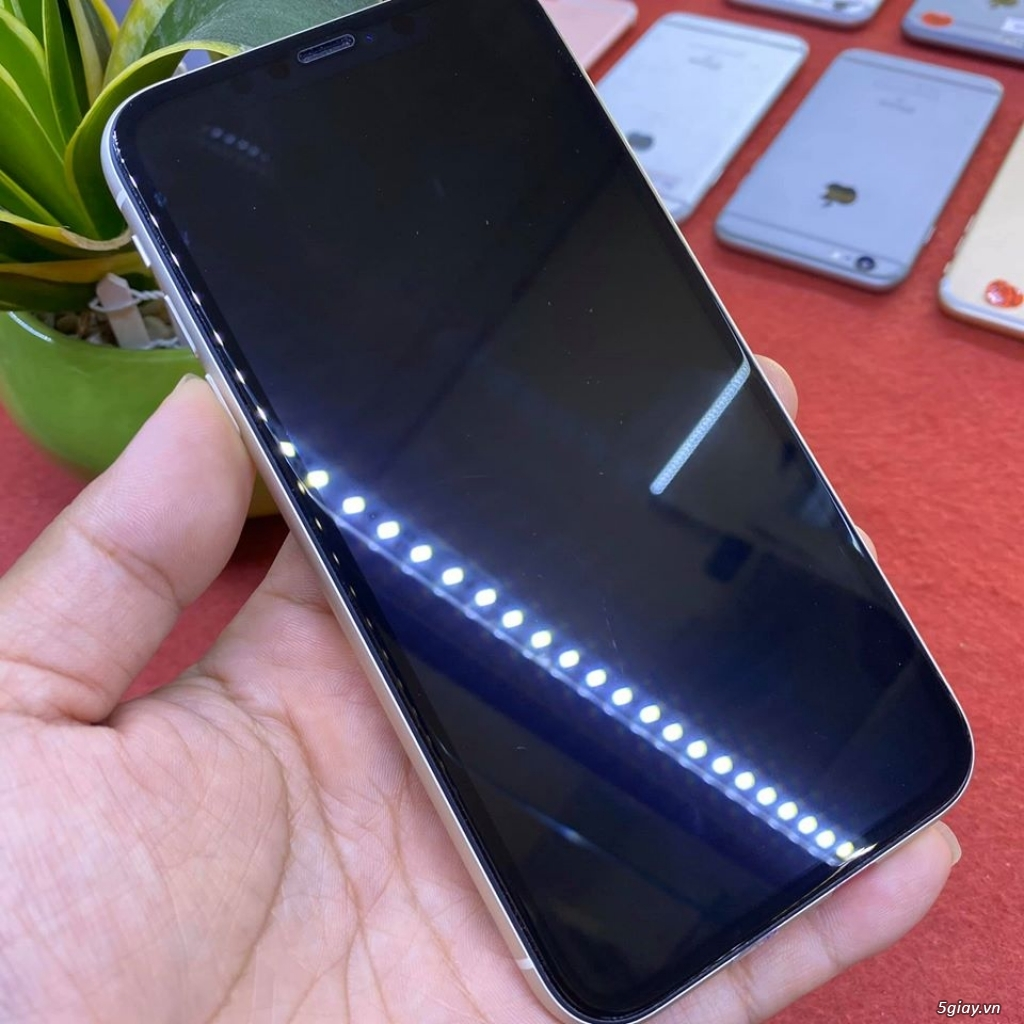 Apple iphone 11 64G màu trắng 99% bản quốc tế còn bảo hành 10/2020 - 1