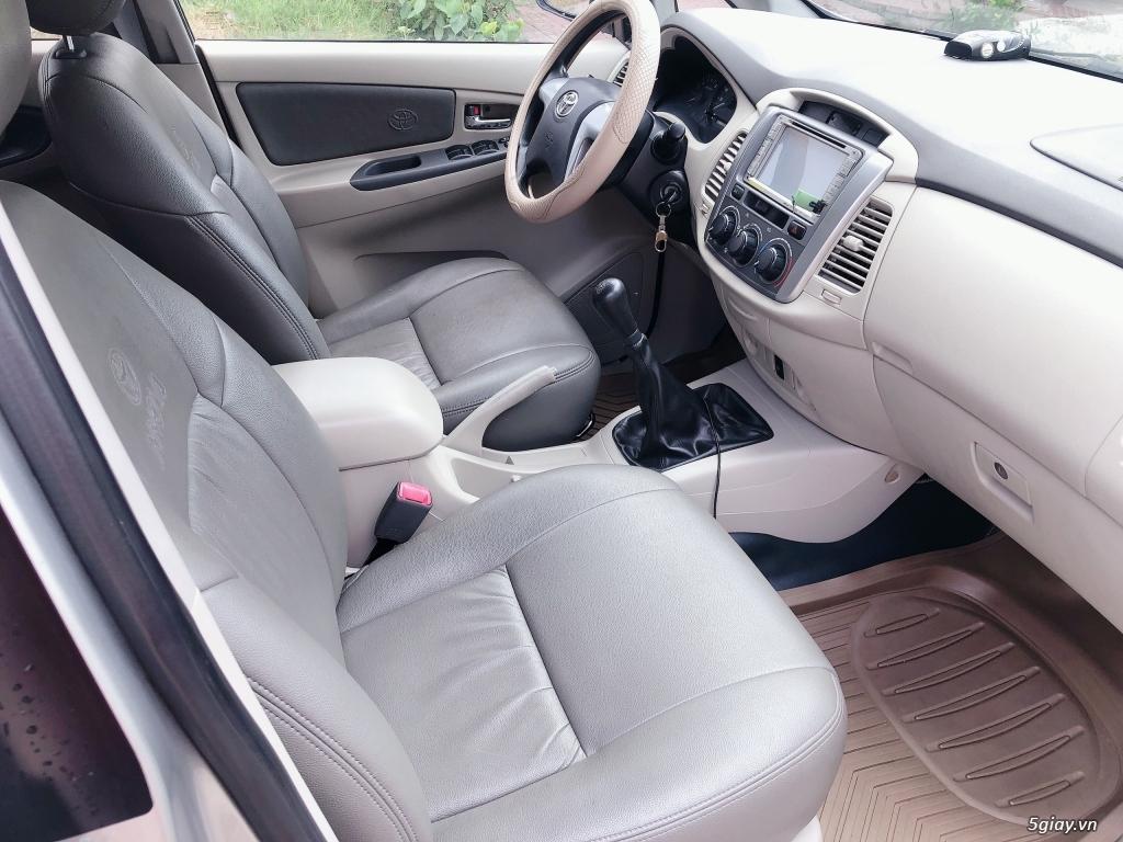 Cần bán Toyota Innova màu Bạc sx năm 2015 - 6