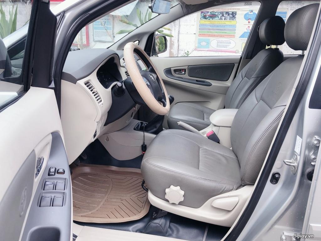Cần bán Toyota Innova màu Bạc sx năm 2015 - 4