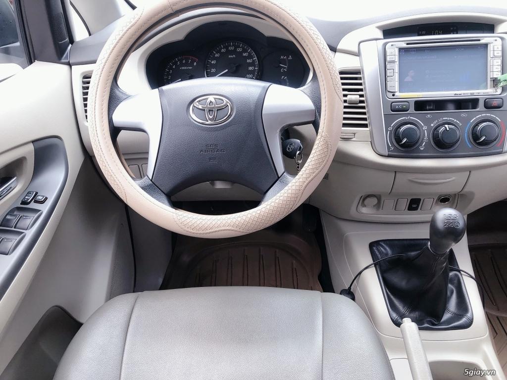 Cần bán Toyota Innova màu Bạc sx năm 2015 - 5