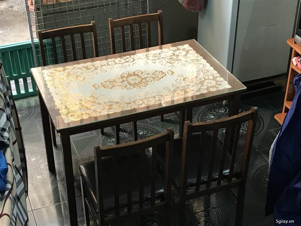 Lên sàn thanh lý 1 bộ bàn ăn bằng gỗ gồm 1 bàn 4 ghế ET 23h00 28/05/20