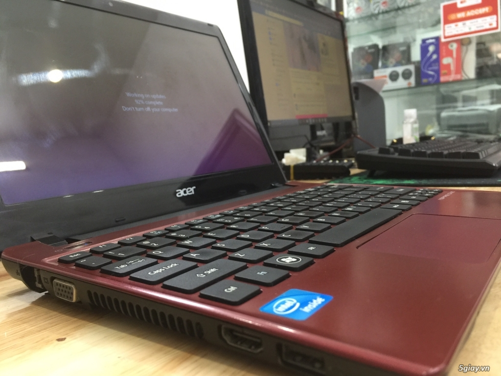 Laptop Acer Aspire AO756 nhẹ nhàng, nhỏ gọn, tiện lợi - 1