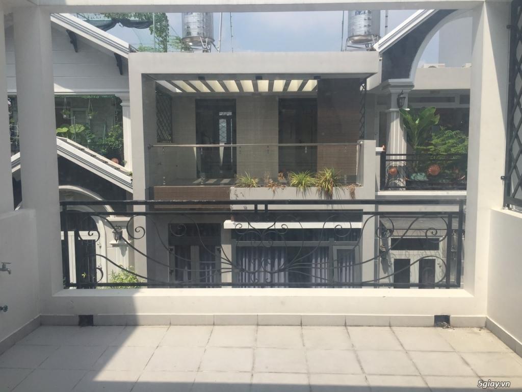 Bán nhà phố 3 lầu sân thượng hẻm xe hơi đậu phường tân quy quận 7 - 7