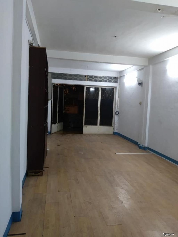Phòng mặt tiền rộng hơn 50m vuông, ban công quận 1 ngay trung tâm SG - 5
