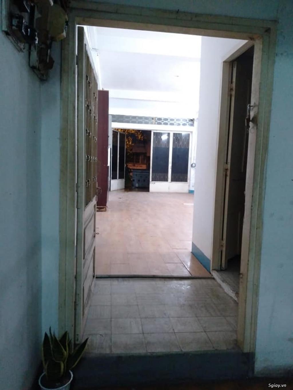 Phòng mặt tiền rộng hơn 50m vuông, ban công quận 1 ngay trung tâm SG