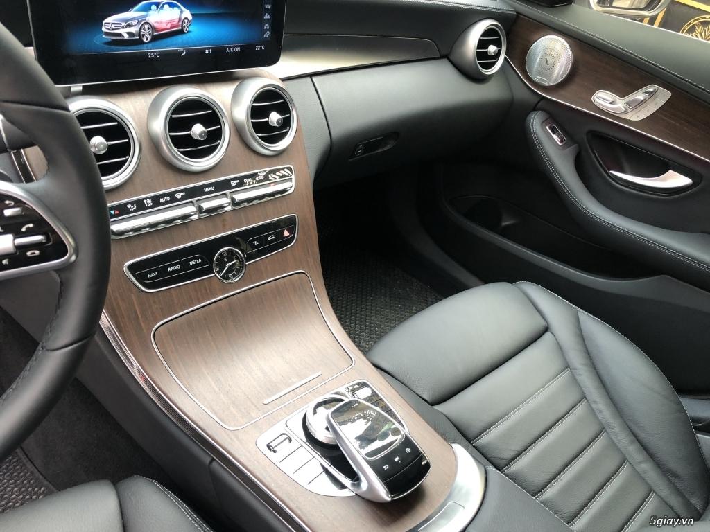 Cần bán xe Mercedes C200 Exclusive 2020, màu trắng mới như xe hãng. - 10