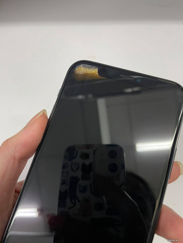 Cần bán Iphone 11 pro 64gb bản Mỹ - mất face id và hư 1 góc tai trái