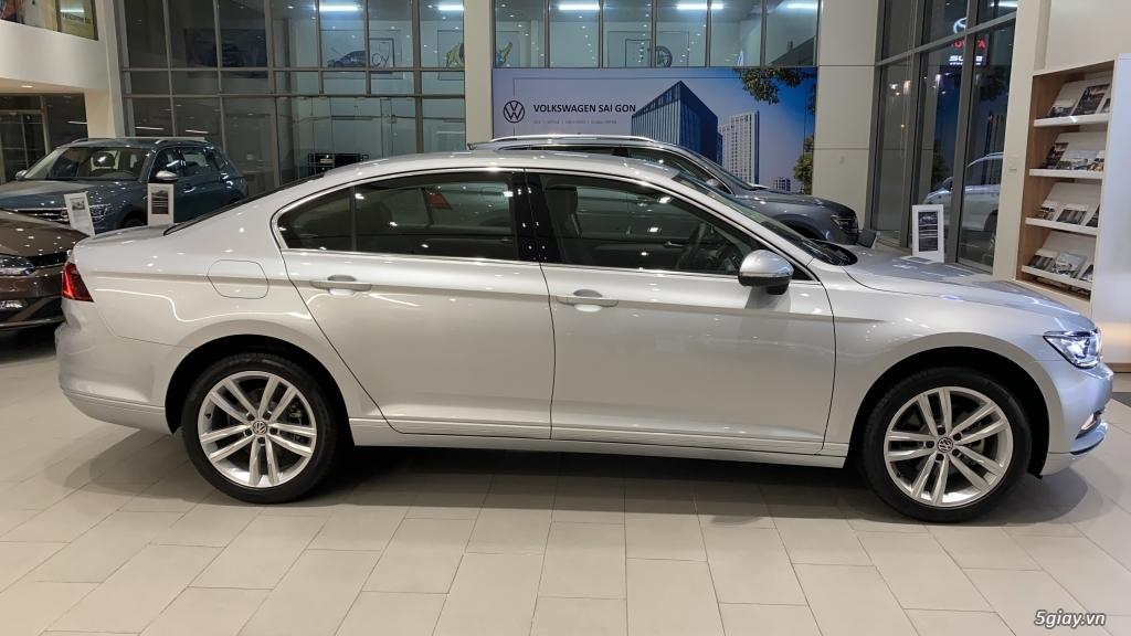 Volkswagen Passat - Xe Doanh Nhân đẳng cấp **Tặng 200 triệu tiền mặt** - 1