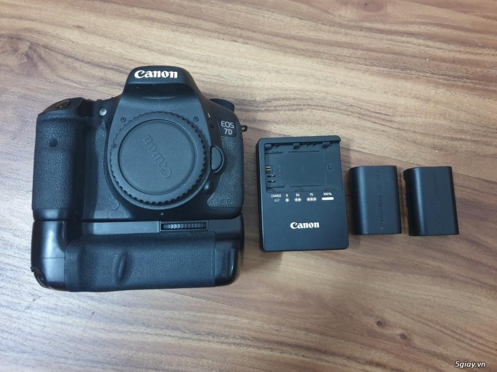 Máy ảnh Canon 7D (body + Grip + 2 pin) đang dùng tốt, ngoại hình đẹp