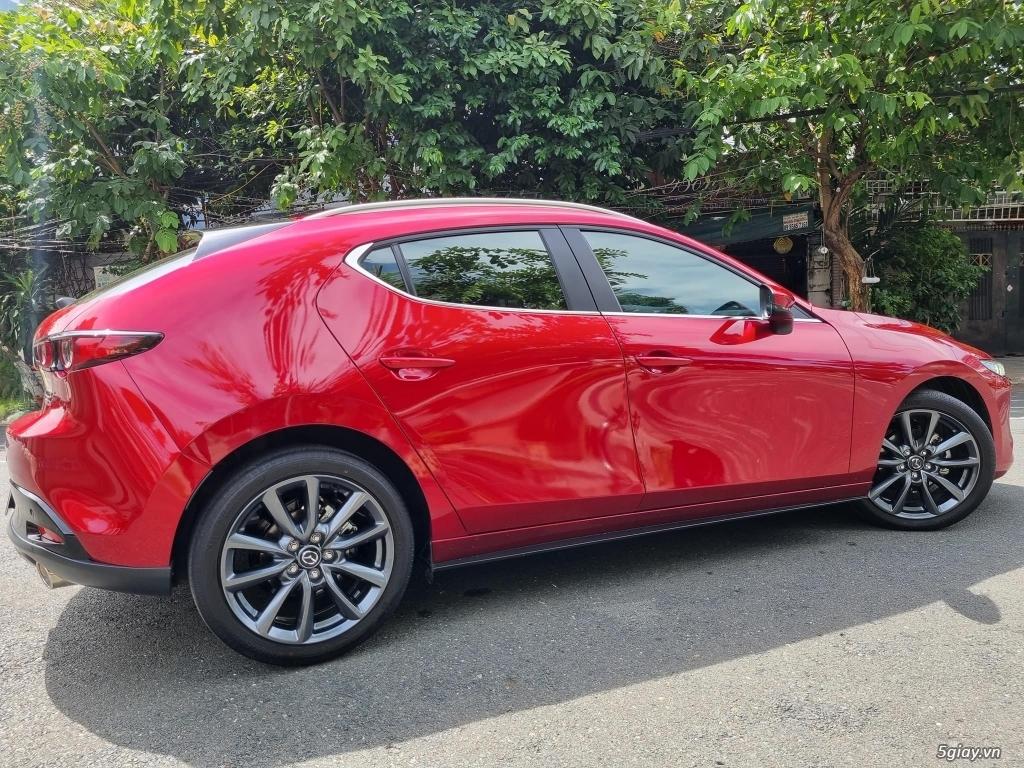 Mazda 3 1.5AT hatchbach prenium Đời T12/2020 màu đỏ xe đi 3000km - 3