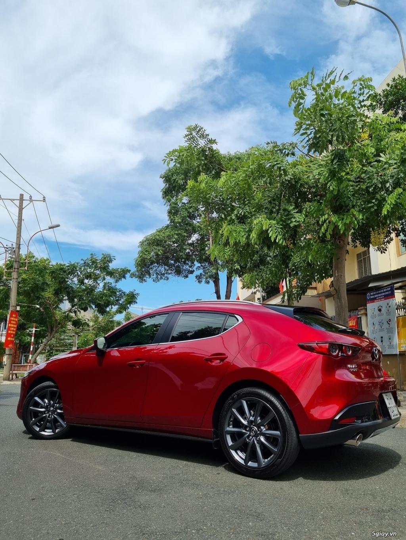 Mazda 3 1.5AT hatchbach prenium Đời T12/2020 màu đỏ xe đi 3000km - 2